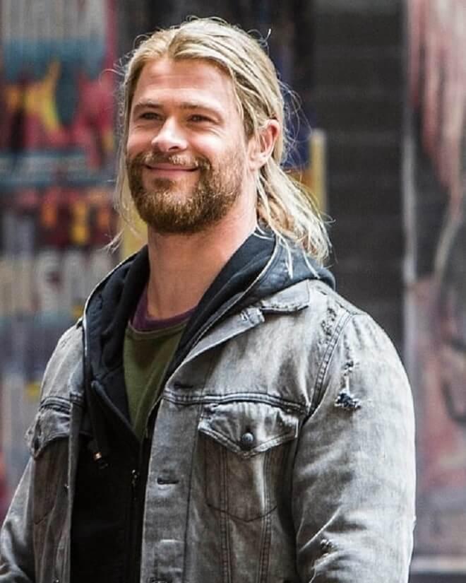 Chris Hemsworth Long Flowing Haircut