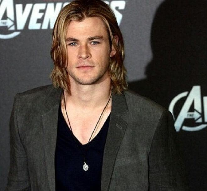 Chris Hemsworth Long Side Swept Hairstyle